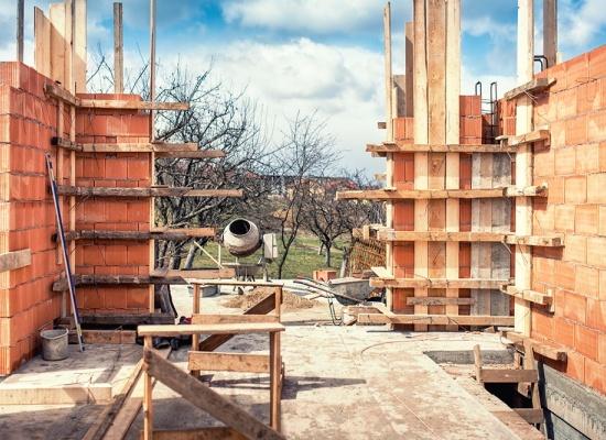 Construction d'une maison en briques