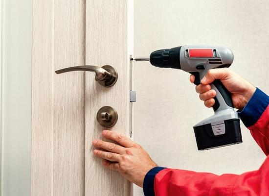 Réparation d'une porte d'entrée
