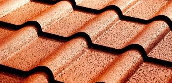 un produit hydrofuge améliore l'étanchéité de la toiture